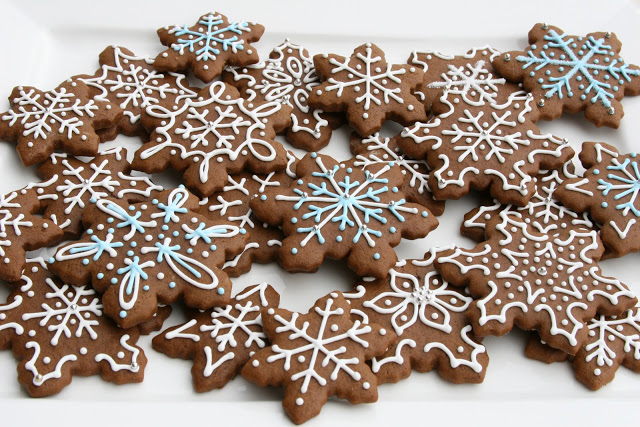 xmas cookies, gingerbread cookies, snow flake cookies,