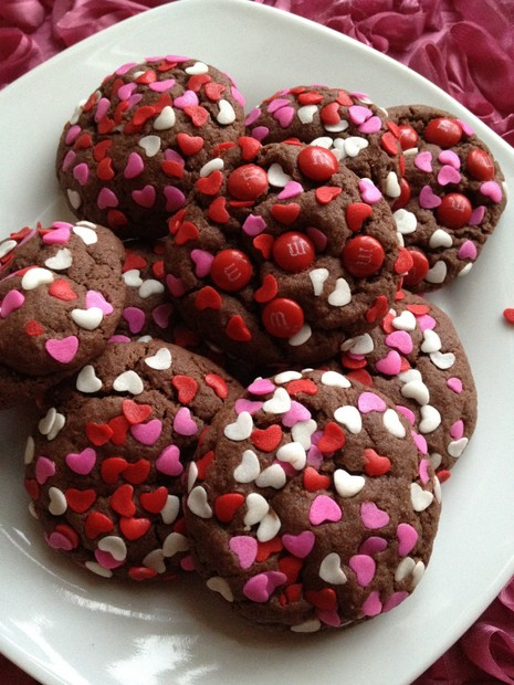valentine's day cookies, treats, chocolate heart cookies